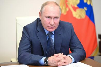 Russian President Putin holds meeting on economic issues