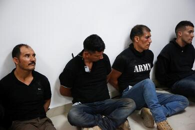 Одна из групп задержанных колумбийцев, подозреваемых в убийстве президента Гаити. Фото: Reuters