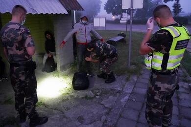 Нелегальные мигранты на литовско-белорусской границе. Фото: Reuters