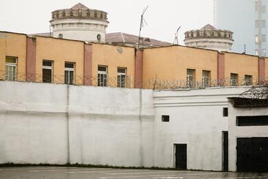 «Там нет обычных палат, пациенты лежат вкамерах». Что представляет изсебя тюремная больница наВолодарке