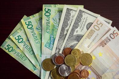 На торгах 20сентября курсы доллара иевро выросли