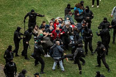 «Одна сторона становится палачом второй». Фильм Zerkalo.io отом, что было после «Марша свободы» 16августа 2020-го