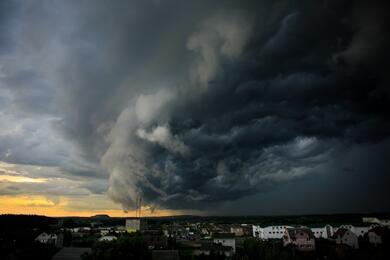 Сильные дожди иветер. ВБеларуси насубботу объявили оранжевый уровень опасности