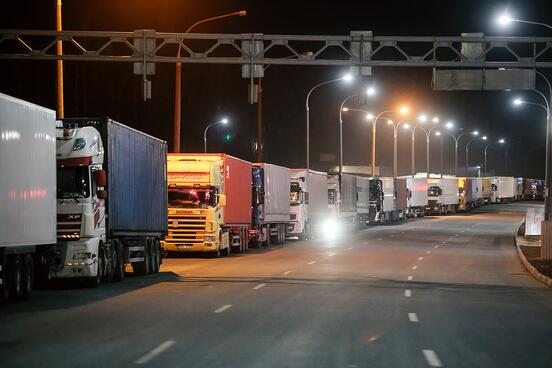 «Клюют наобещания позарплате». Как белорусы уезжают назаработки вЕвропу, аостаются еще должны