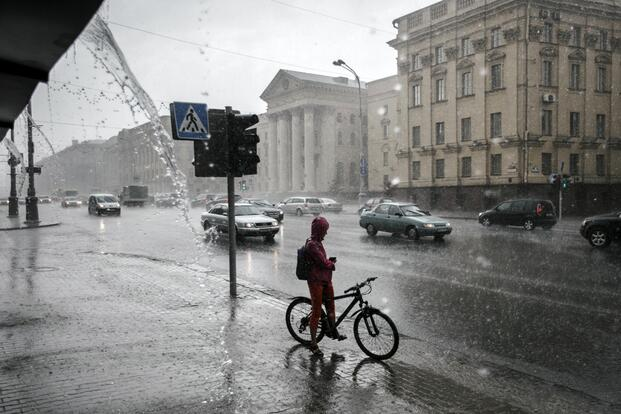 Синоптики предупреждают: подвум областям Беларуси объявлен оранжевый уровень опасности