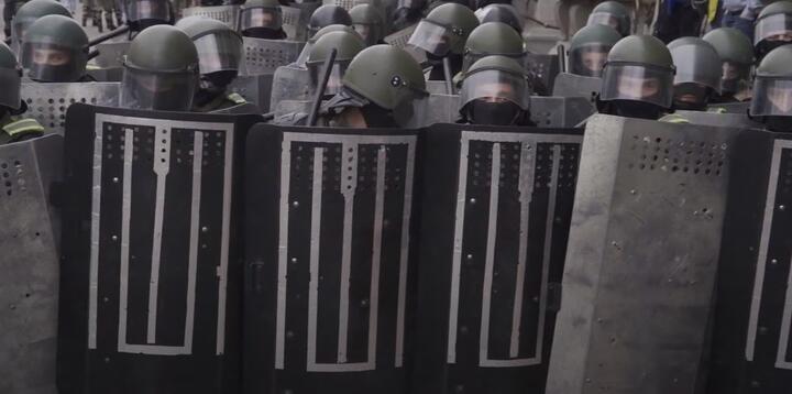 "Силовики со щитами-""шокерами"" на проспекте Независимости 6 сентября 2020 года"