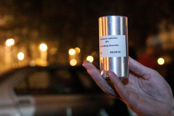 Корпус светошумовой гранаты чешского производства, найденной после разгона 9 августа