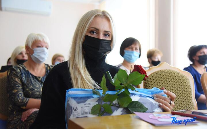 А вот виновницы торжества все были в масках. Фото: nashkraj.by