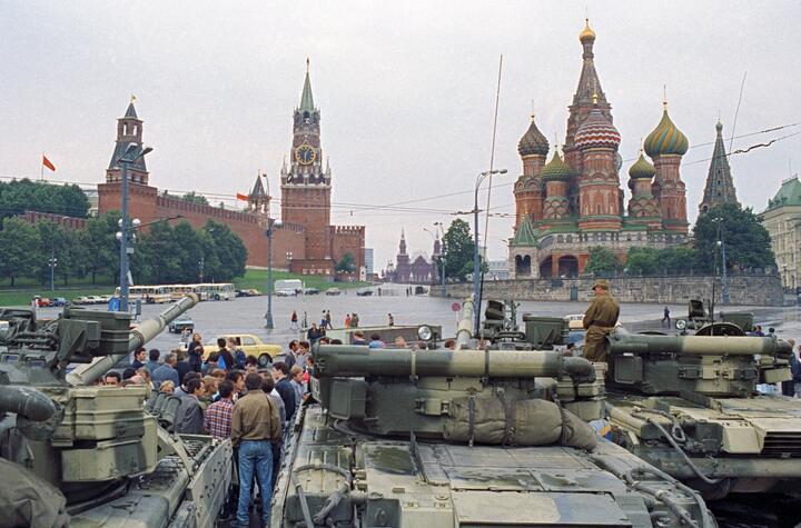 Танки на Красной площади, август 1991 года. Фото: wikipedia.org