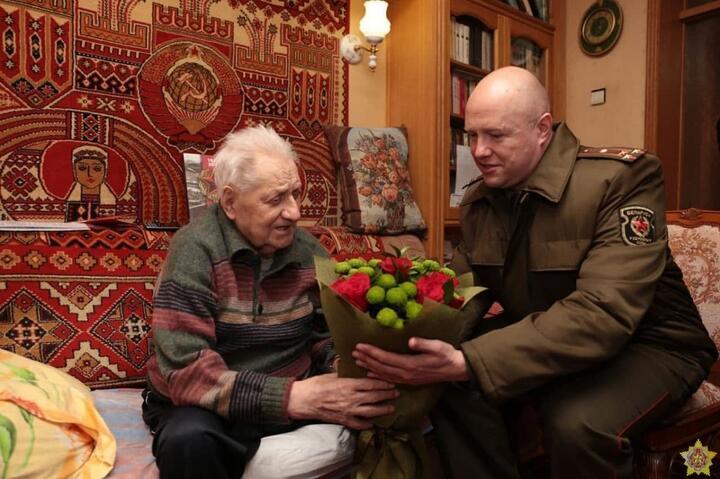 Еврем Соколов (слева). 2021 год. Фото: t.me/modmilby