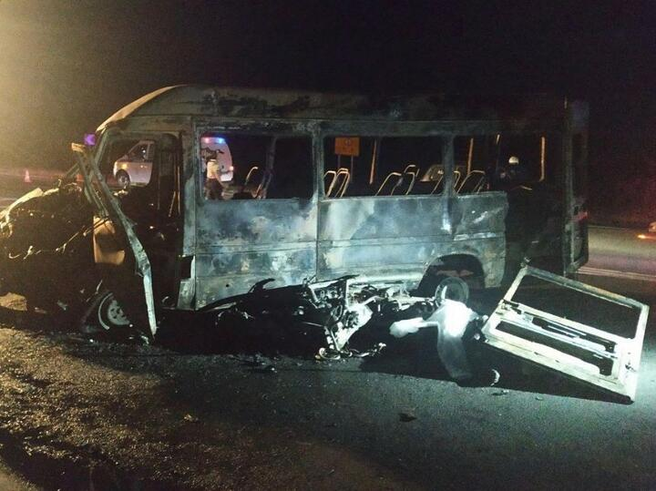 Жуткая авария произошла вечером 9июля натрассе Р28 около «Линии Сталин». Здесь лоб в лоб столкнулисьмикроавтобус имотоцикл. Попредварительной информации, мотоциклист двигался внаправлении Молодечно ивыехал навстречку. Врезультате ДТП оба водителя, атакже пассажиры мотоцикла ибуса погибли
