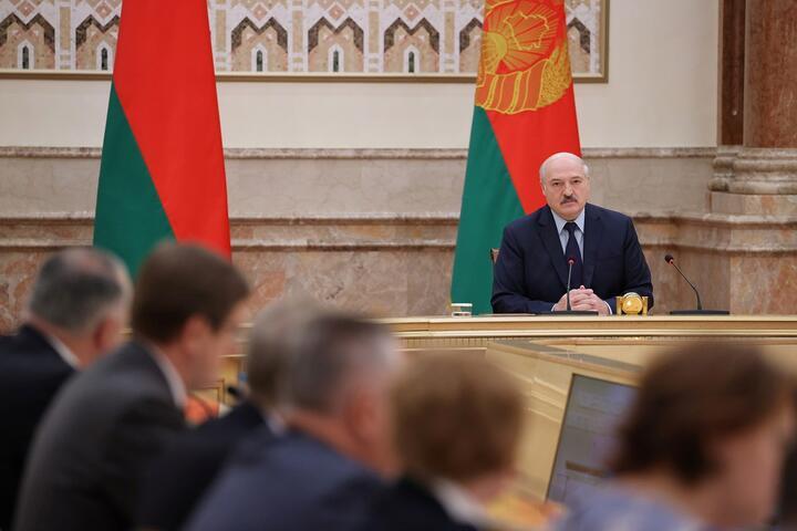 Александр Лукашенко принимает участие в расширенном заседании Конституционной комиссии 28 сентября 2021 года. Фото: Reuters