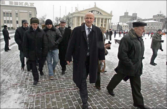 Александр Козулин (в центре). Фото: naviny.by