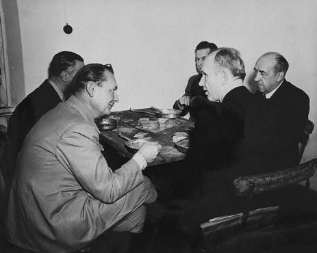 Геринг, Дёниц, Функ, Ширах и Розенберг во время обеденного перерыва на Нюрнбергском процессе. Фото: wikipedia.org